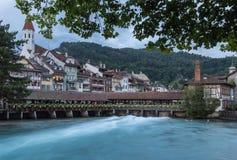 Hölzerne Flodgatebrücke in Thun, die Schweiz Lizenzfreie Stockfotografie
