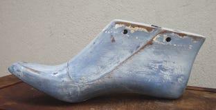 Hölzerne Form des alten Schuhes Stockbilder