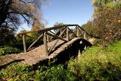 Hölzerne Fußbrücke stockbild