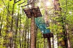 Hölzerne Gebäude im Wald für das Klettern Lizenzfreies Stockfoto