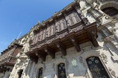 Hölzerne geschnitzte Balkone und alte Architektur in Lima, Peru Lizenzfreie Stockbilder