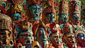 Hölzerne Gesichtsmaske verkauft bei Chichen Itza Stockfoto