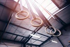 Hölzerne gymnastische Ringe Stockfoto