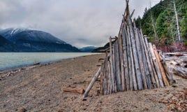 Hölzerne Hütte des Seeufers Stockbild