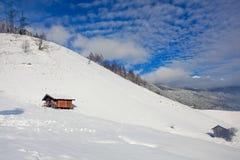 Hölzerne Hütten auf Berg Lizenzfreies Stockbild