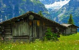 Hölzerne Hütten auf Schweizer Berg Lizenzfreies Stockfoto