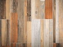 Hölzerne Innenwand, mit Laminaten von verschiedenen Arten, von Größen und von Farben lizenzfreie stockfotos