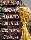 Hölzerne italienische Restaurantfahne Stockfoto