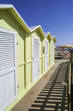 Hölzerne Kabinen auf dem Strand Lizenzfreie Stockbilder