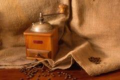 Hölzerne Kaffeemühle der Weinlese Stockbild