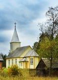 Hölzerne katholische Kirche Lizenzfreie Stockfotos