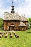 Hölzerne Kirche des 18. Jahrhunderts im Freilichtmuseum, Tokarnia, Polen Stockbild