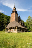 Hölzerne Kirche im Park Lizenzfreies Stockfoto