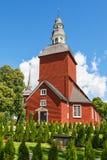 Hölzerne Kirche im Sommer lizenzfreie stockbilder