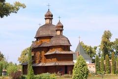 Hölzerne Kirche, Krehivskyy-Kloster nahe Lvov, Ukraine Stockbilder