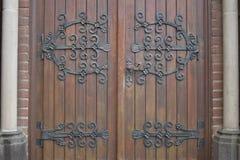 Hölzerne Kirche-Türen stockfotos