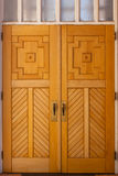 Hölzerne Kirche-Türen stockfotografie