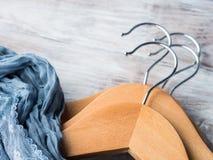 Hölzerne Kleiderbügel Was zu tragen Lizenzfreies Stockbild