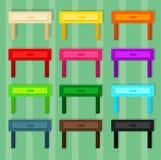 Hölzerne kleine Tabelle für Raum in 12 verschiedenen Farben stockfotografie