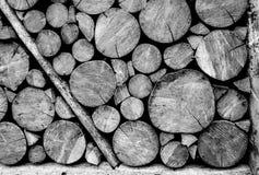 Hölzerne Klotzwand Schwarzweiss Stockbilder
