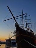 Hölzerne Lieferung im Sonnenuntergang Stockfoto