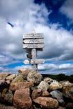 Hölzerne Markierung auf Gipfel von Berg Champlain-Wanderweg in Acadi Stockbilder