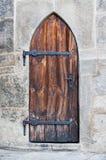 Hölzerne mittelalterliche Schlosstüren Lizenzfreie Stockfotografie