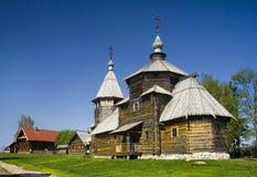 Hölzerne orthodoxe Kirche Lizenzfreie Stockbilder