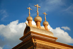 Hölzerne orthodoxe Kirche Stockbild