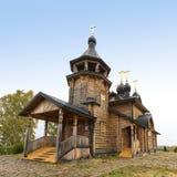 Hölzerne orthodoxe Kirche Stockfotografie