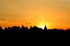 Hölzerne Palastdächer am Sonnenuntergang Stockfotos
