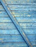 Hölzerne Planken mit alter blauer Farbe als Hintergrund Lizenzfreies Stockfoto