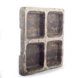 Hölzerne Platte für Fleisch in Form eines alten Fensters, hölzerner Behälter für Fleisch Stockfotos