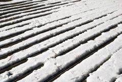 Hölzerne Plattform im Schnee Lizenzfreie Stockbilder