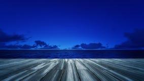 Hölzerne Plattform mit Landschaft des nächtlichen Himmels Lizenzfreie Stockbilder