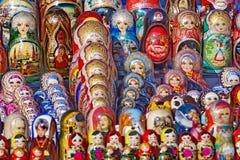 Hölzerne Puppen der russischen traditionellen Verschachtelung Lizenzfreies Stockbild