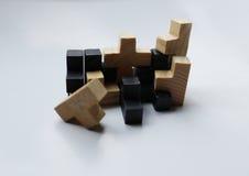Hölzerne Puzzlespielblöcke auf weißem Hintergrund Lizenzfreie Stockfotos