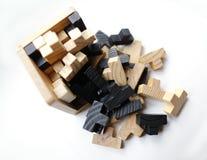 Hölzerne Puzzlespielblöcke auf weißem Hintergrund Lizenzfreie Stockfotografie