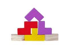Hölzerne Puzzlespiele auf weißem Hintergrund Stockbilder
