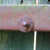 Hölzerne rostige Eisenverschlussbeschaffenheit von altem, von Weinlese, von Regen und von Wind, wea Lizenzfreies Stockbild