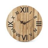 Hölzerne runde Wanduhr - Uhr lokalisiert lizenzfreie stockbilder