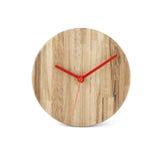 Hölzerne runde Wanduhr - Uhr lokalisiert lizenzfreie stockfotos