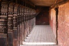 Hölzerne Säulen in einer alten Stadt Lizenzfreies Stockbild