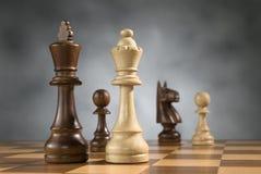 Hölzerne Schachspielstücke Lizenzfreies Stockfoto