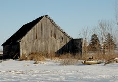 Hölzerne Scheune im Winter Stockbild