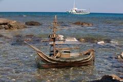 Hölzerne Schiffsfigürchen Chrissi Insel lizenzfreie stockfotografie