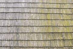 Hölzerne Schindelbeschaffenheit des Dachs Stockfotografie