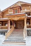 Hölzerne Schnee-Eulen-Taverne abalak touristischen Komplexes Stockbild