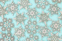 Hölzerne Schneeflocken/-sterne lizenzfreies stockbild
