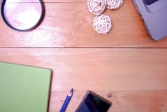 Hölzerne Schreibtischtabelle von der Spitze Lizenzfreies Stockfoto